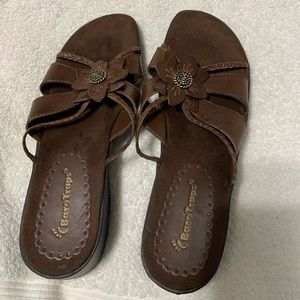 Bare Traps like new sandals size 8.5